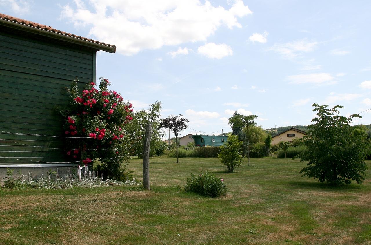 Vue Roulotte Provençale Jardin